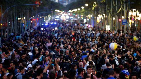 Última hora de Cataluña, en directo | Mossos tratan de impedir que ultras y CDR choquen