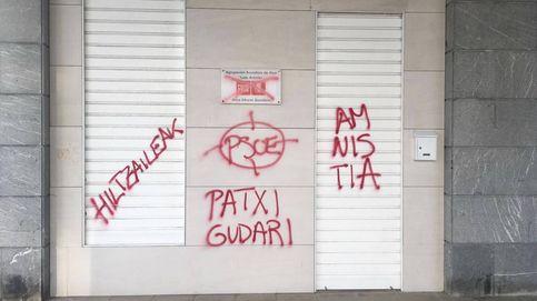 Aparecen pintadas proetarras en la fachada de una sede del PSE en San Sebastián