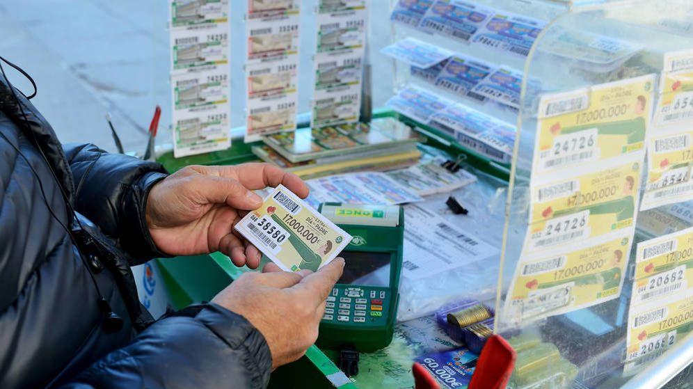 Foto: Vendedor de lotería. (iStock)