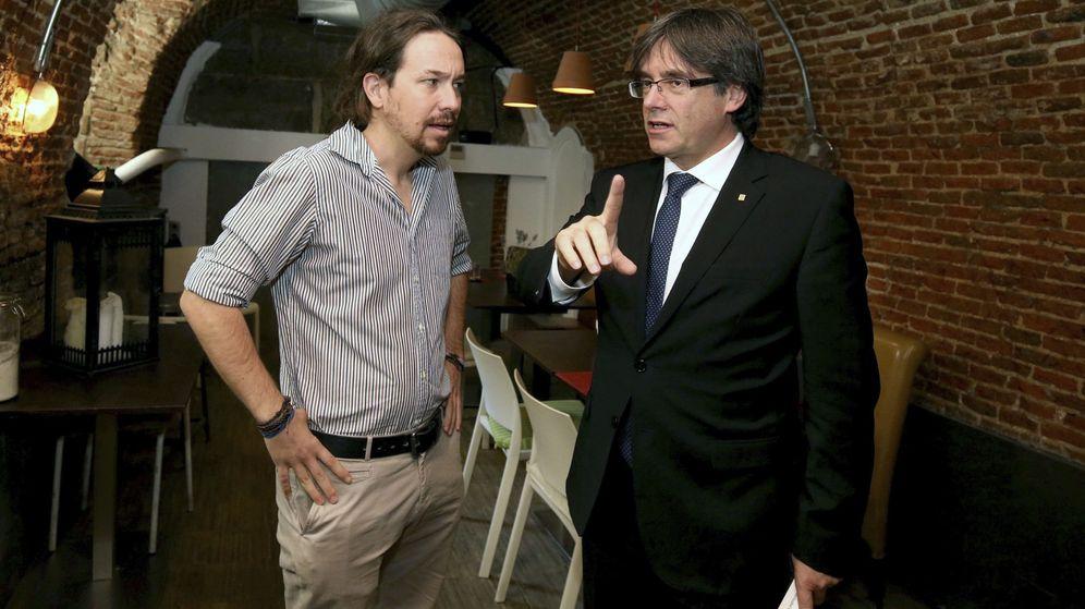 Foto: El expresidente de la Generalitat, Carles Puigdemont, junto al líder de Podemos, Pablo Iglesias. (EFE)