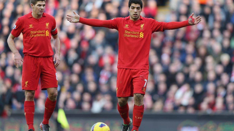 Gerrard y Luis Suarez (Reuters)