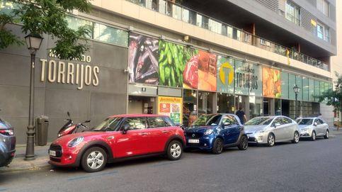 Guerra en el mercado de Torrijos: 14 puestos se rebelan contra su venta a una socimi