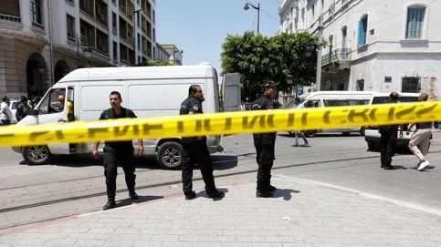 Al menos un muerto en un atentado suicida cerca de la embajada de EEUU en Túnez
