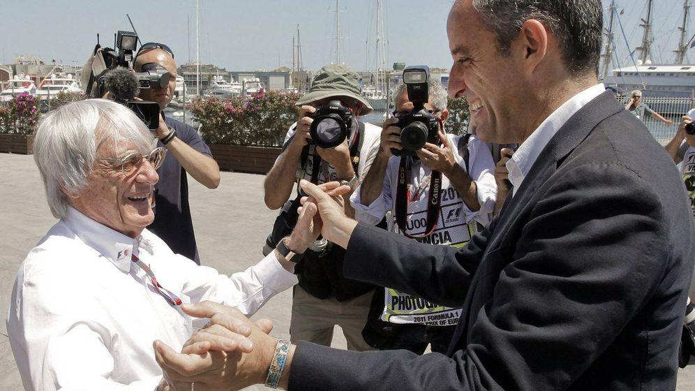 Foto: Camps, con Bernie Ecclestone. (EFE)