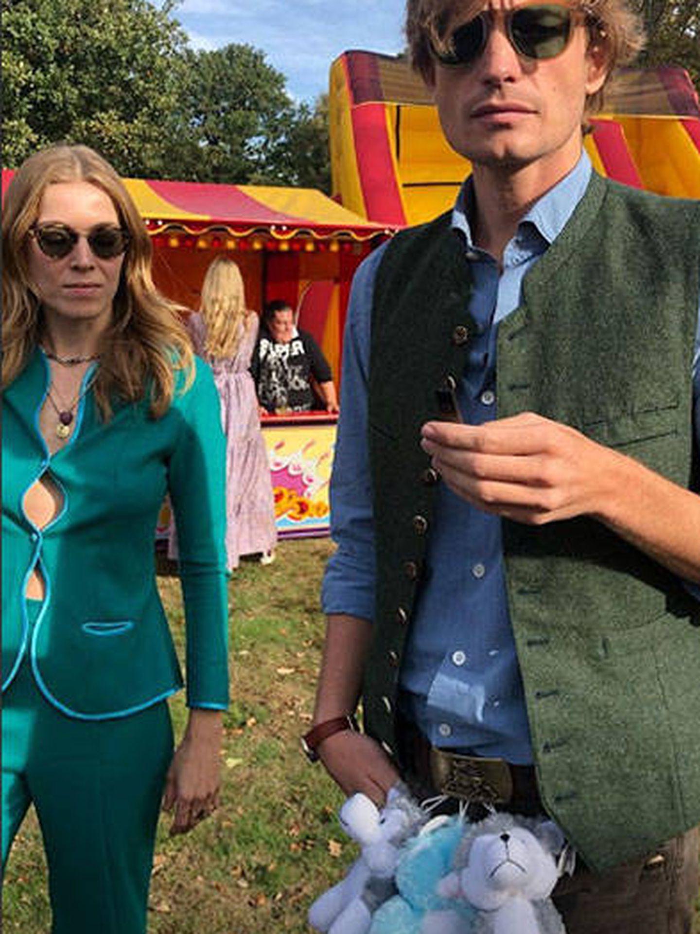 La actriz Cleo von Adelsheim aparece con un amigo. (Instagram @cleoadelsheim)