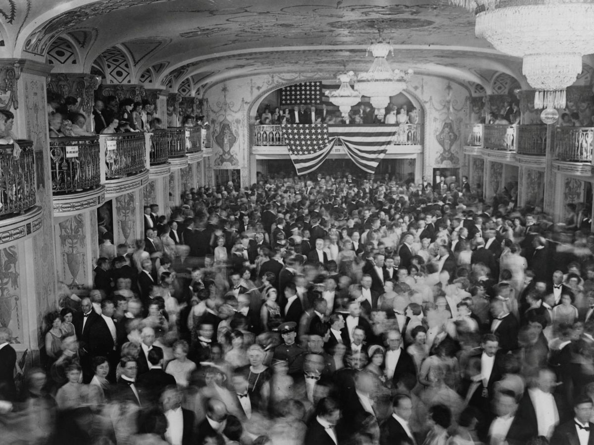 Foto: Baile inaugural del presidente Herbert Hoover en el Hotel Mayflower de Washington en marzo de 1929, justo antes del final de los felices años 20. (Reuters)
