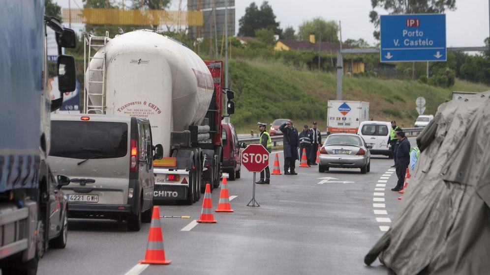 Foto: Retenciones de tráfico por el control establecido por la Guardia Nacional. (EFE)