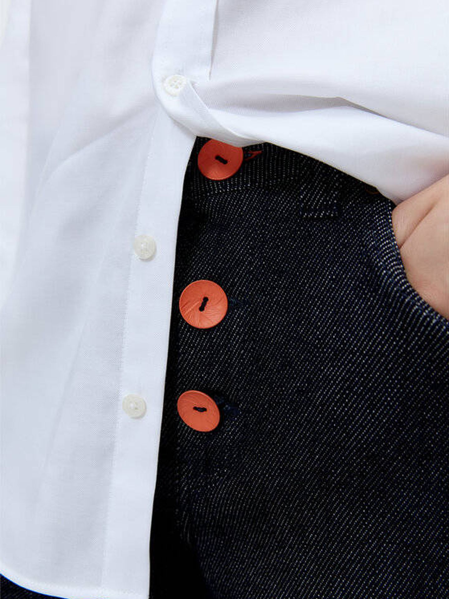 Pantalón de Uterqüe. (Cortesía)