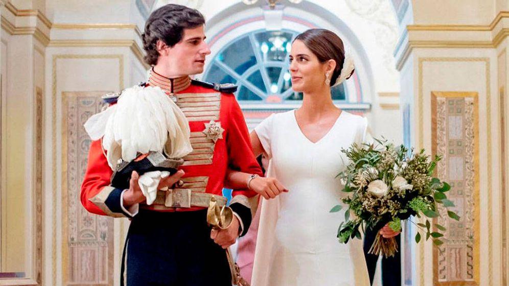 Foto: Fernando Fitz-James y Sofía Palazuelo, el día de su boda. (EFE)