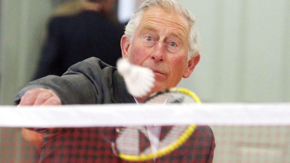 El príncipe Carlos de Inglaterra suda la gota gorda