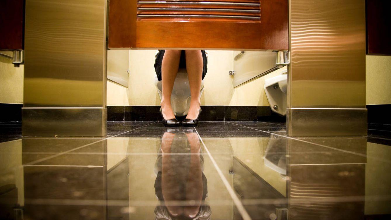 ¿Problemas para ir al baño? Estos cambios de postura en el retrete pueden ayudarte