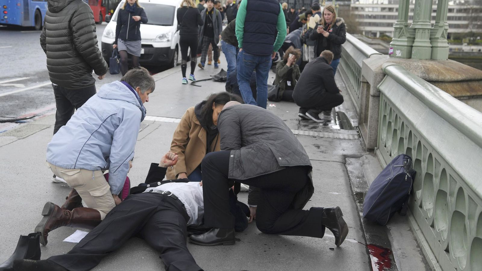 Foto: Un herido por el atentado terrorista en Londres. (Reuters)