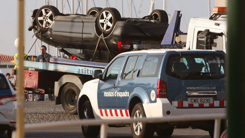 El Audi volcado de los presuntos terroristas en Cambrils (EFE)
