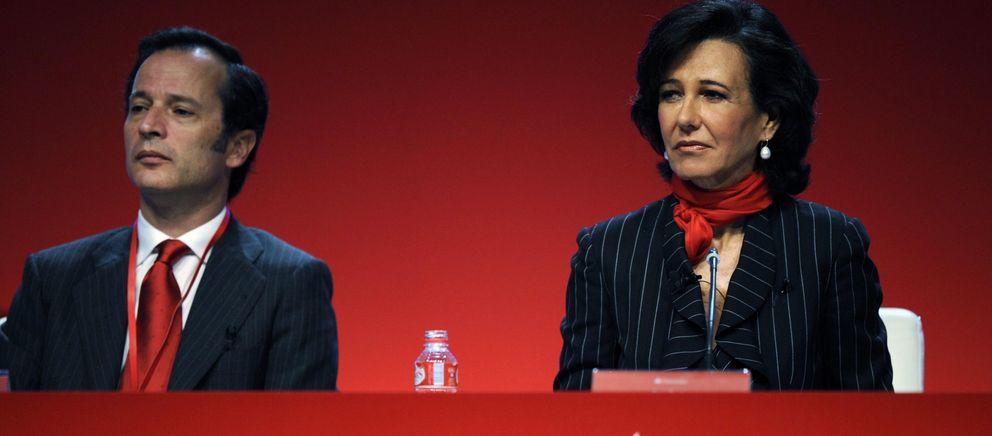 Foto: El hasta hoy consejero delegado del Santander, Javier Marín, junto a la presidenta del banco, Ana Patricia Botín (Reuters)