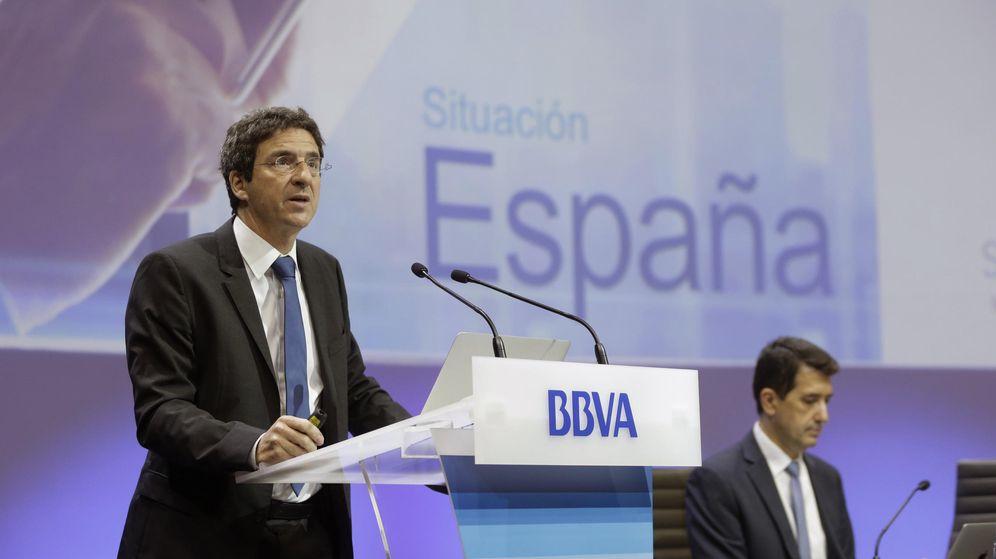 Foto: El economista jefe del Grupo BBVA, Jorge Sicilia (i), y el economista jefe de Economías Desarrolladas de BBVA Research, Rafael Doménech. (EFE)
