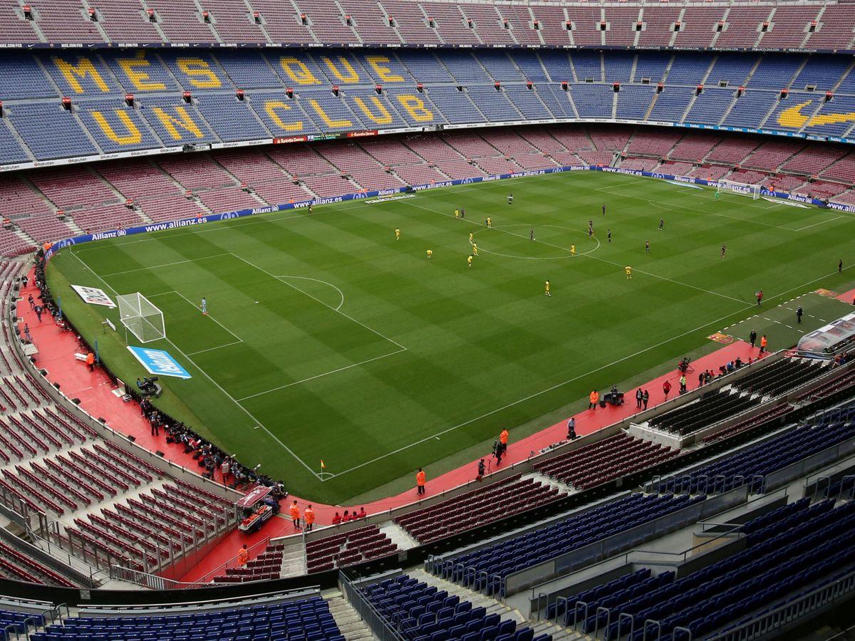 Foto: Una imagen del Camp Nou sin público en las gradas. (Reuters)