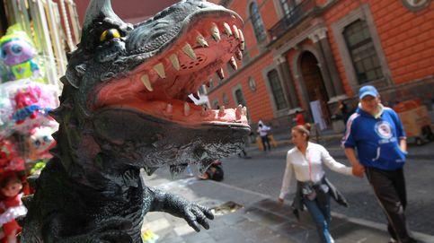 Curiosos y extras atemorizados en rodaje de 'Godzilla'