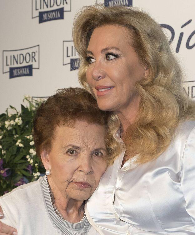 Foto: Norma Duval, con su madre en 2016. (CP)