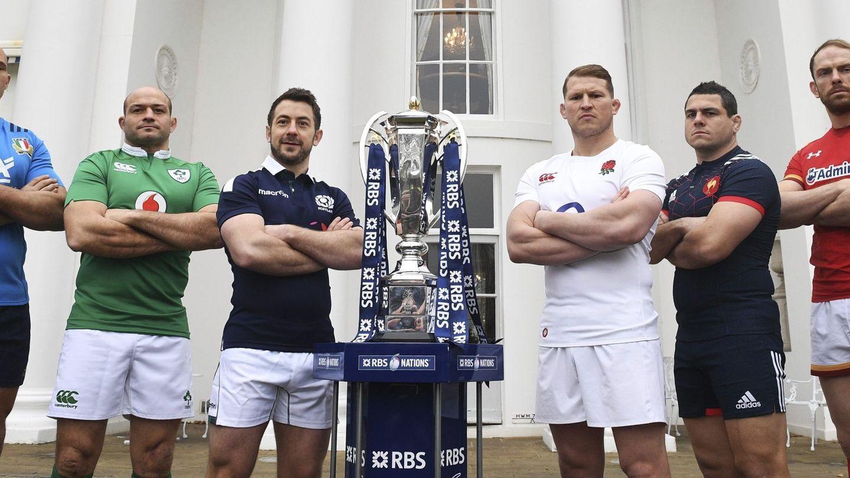 Los capitanes de Italia, Sergio Parisse; de Irlanda, Rory Best; de Escocia, Greig Laidlaw; de Inglaterra, Dylan Hartley; de Francia, Guilhem Guirado; y de Gales, Alun Wyn Jones, posan con el trofeo Seis Naciones durante la presentación del Torneo Seis Naciones 2017 de rugby en el Hurlingham Club de Londres. (efe)
