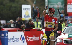 Contador mina la moral de sus rivales, que esperan un milagro