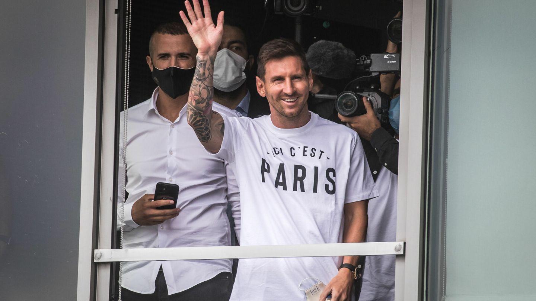 Leo Messi, a su llegada a París para firmar por el PSG. (REUTERS)
