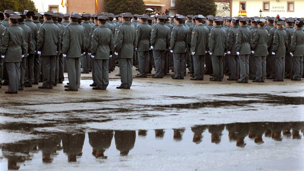 Foto: Guardias civiles de la Academia de Baeza durante la entrega de despachos en 2009. (EFE)