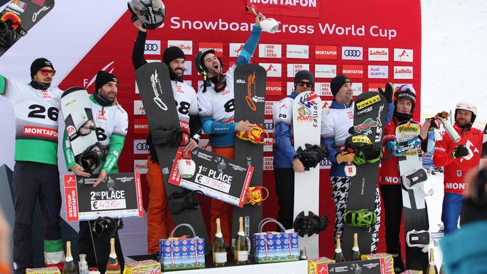 Foto: La pareja española Lucas Eguibar y Regino Hernández, en los más alto del podio. (Foto: Chad Buchhloz)