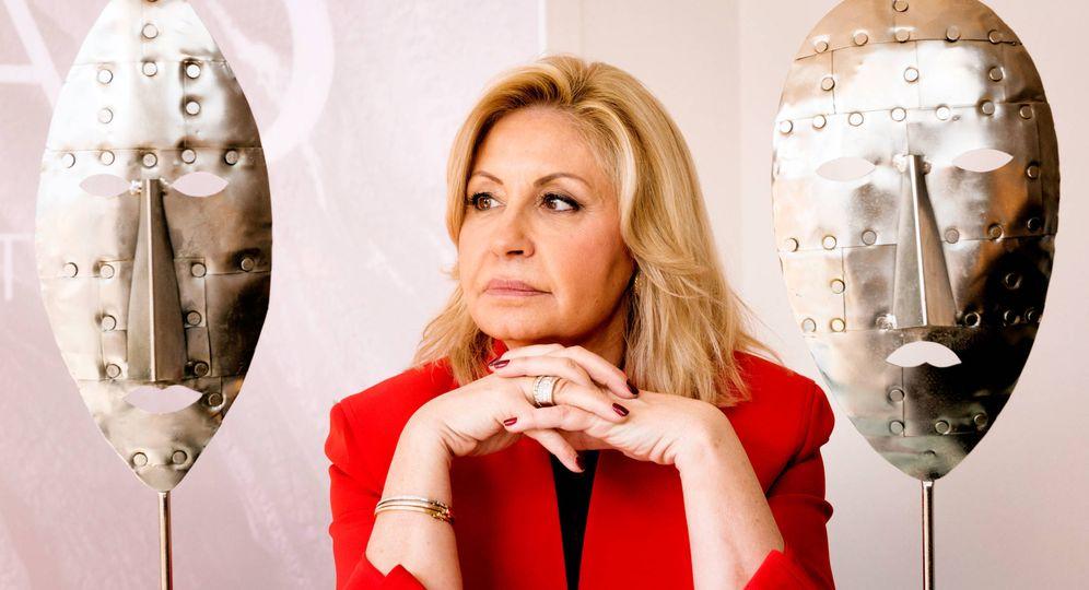 Foto: Olga Carmona, suegra de Ana Boyer, en su centro de belleza en Madrid Cadó Just Beauty. (Foto: Manu Torres)