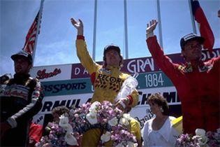 Foto: Dallas 1984: la carrera en la que hasta un piloto se presentó en pijama