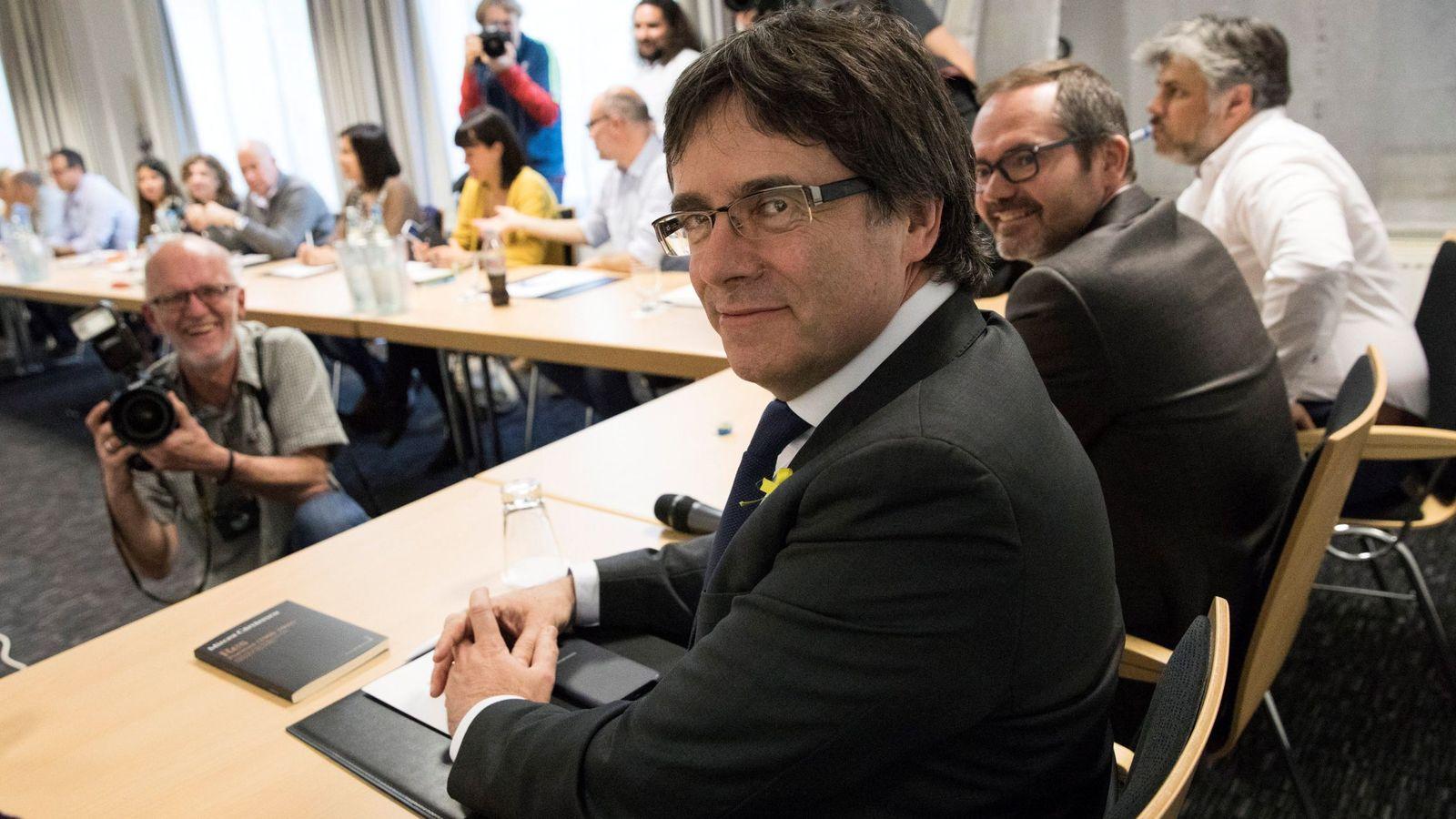 Foto: Carles Puigdemont durante una reunión en Berlín con diputados de JxCat, el 5 de mayo de 2018. (EFE)