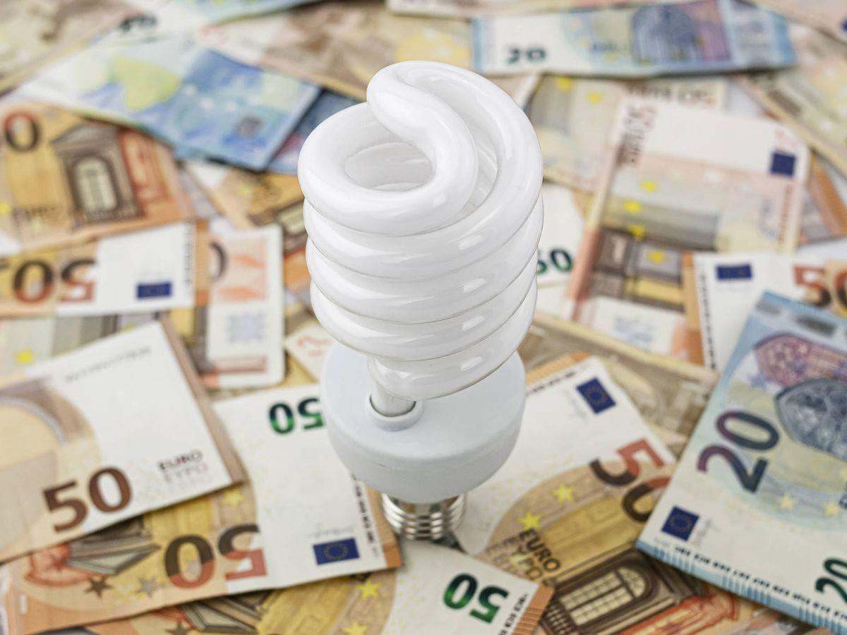 Foto: La nueva factura de la luz se aplica desde el 1 de junio. (iStock)