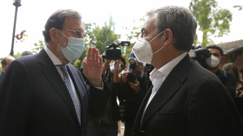 Los expresidentes del Gobierno Mariano Rajoy (i) y José Luis Rodríguez Zapatero. (EFE)