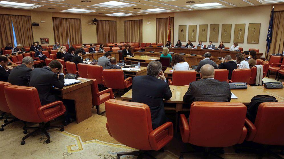 Foto: La ministra de Empleo y Seguridad Social, Fátima Báñez, durante su comparecencia en la comisión del Pacto de Toledo. (EFE)