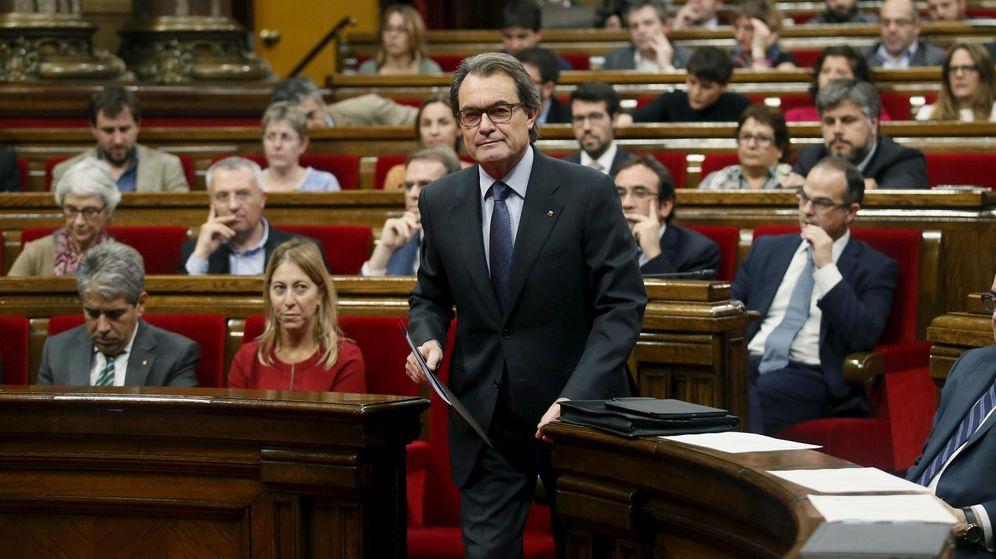 Foto: El 'president' en funciones de la Generalitat, Artur Mas, este martes en el Parlament. (Reuters)