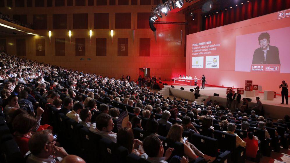 Foto: Vista general del plenario del 39º Congreso del PSOE durante la intervención de María Ángeles Siemens, de Acnur. (EFE)