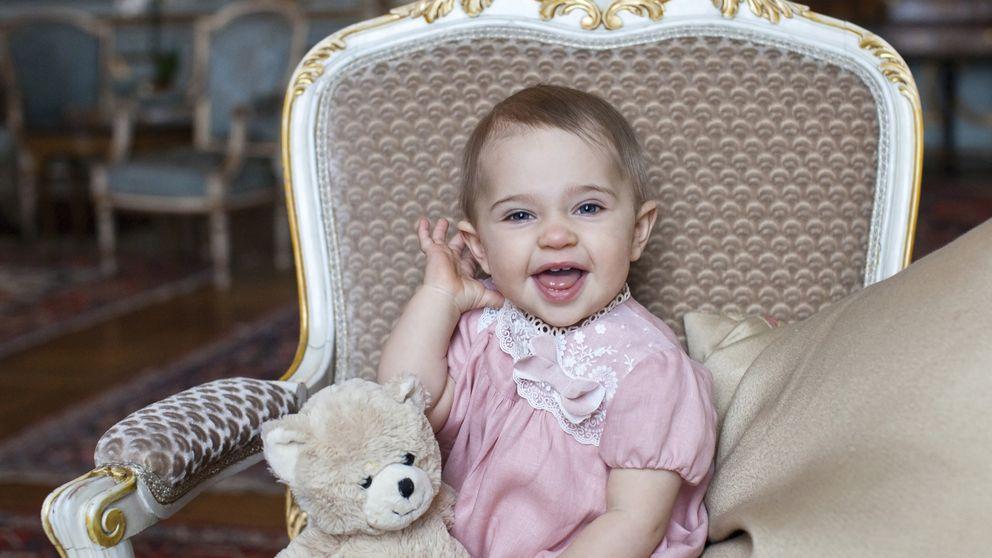 Leonore cumple un año entre rumores de crisis de sus padres