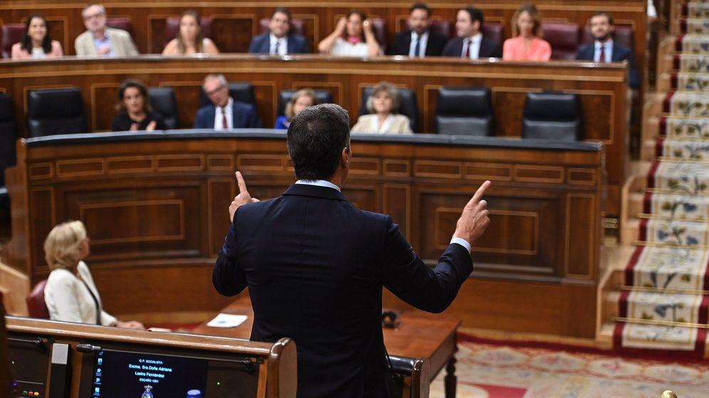 Foto: El presidente del Gobierno en funciones, Pedro Sánchez (de espaldas). (EFE)