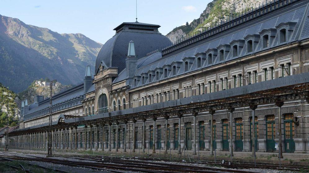 Foto: La estación de Canfranc, ahora en manos del Gobierno de Aragón. El paso francés está en desuso.
