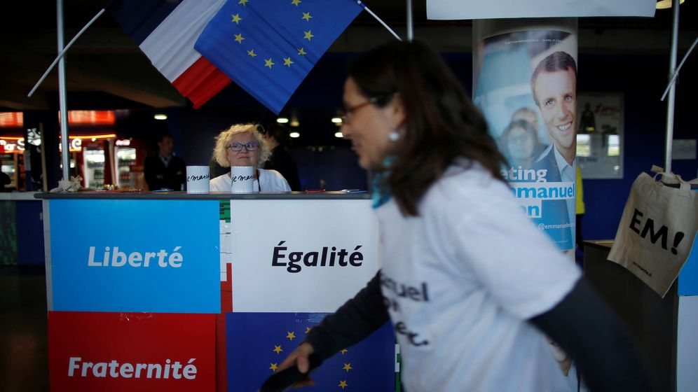 Foto: Seguidores de Macron durante un acto de campaña en Saint-Herblain, cerca de Nantes. (Reuters)