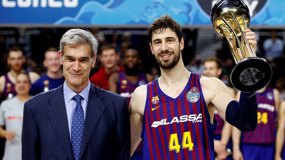 Foto: Antonio Martín (i), presidente de la ACB, reconoce errores en el final del Real Madrid-Barcelona. (EFE)