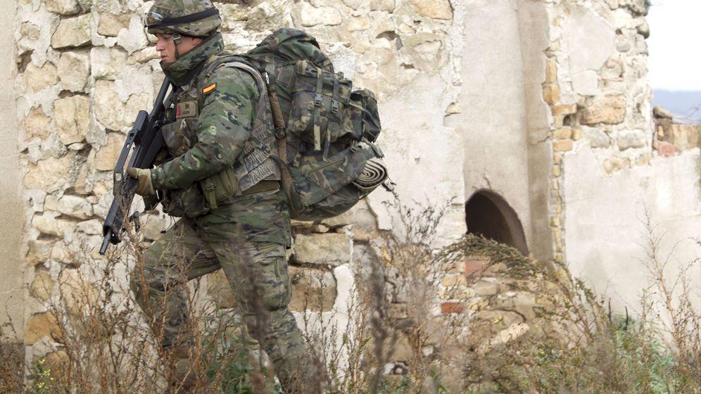 Foto: Las largas caminatas son un ejercicio de resistencia en el Ejército. (EFE)