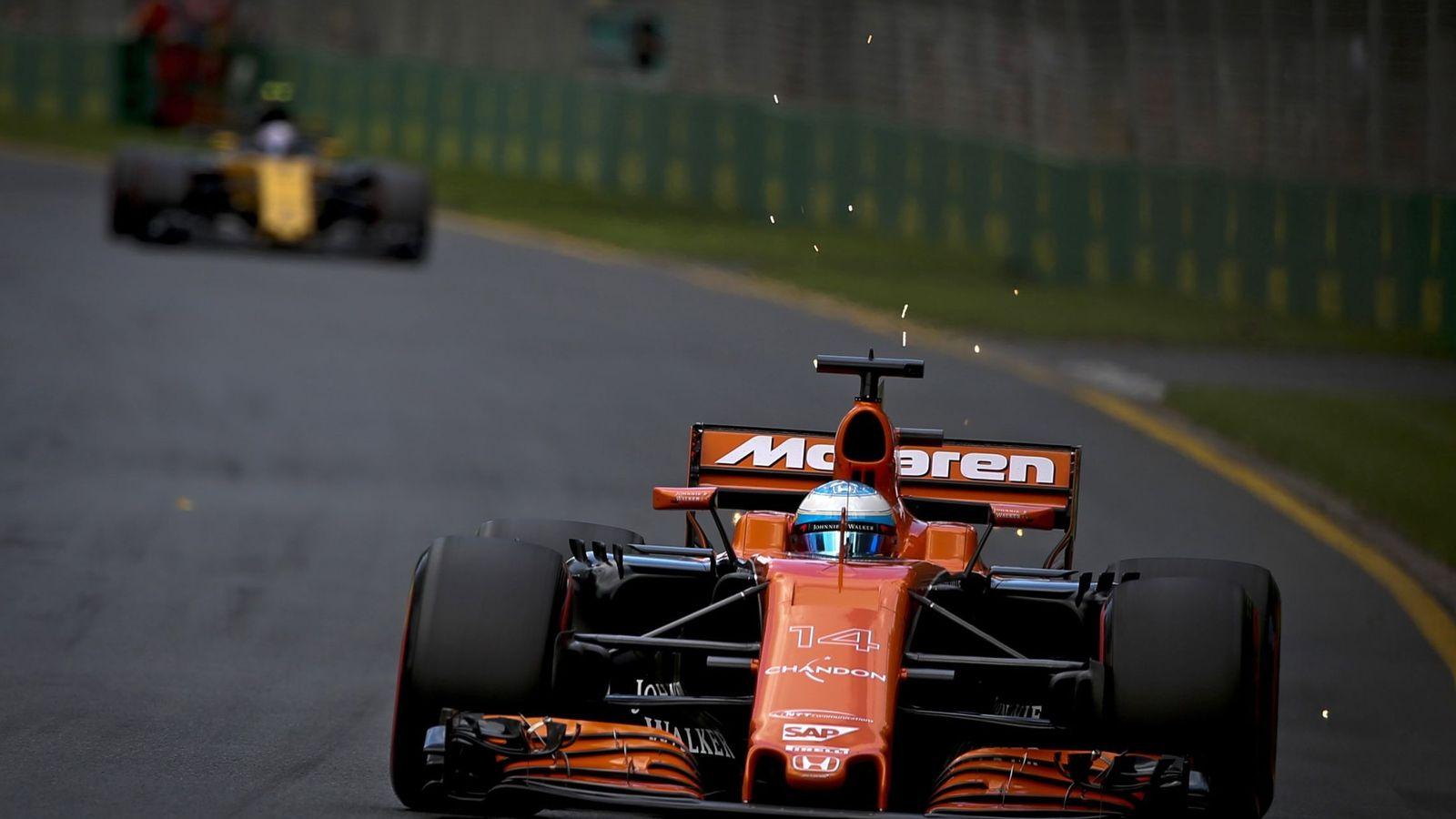 Foto: Fernando Alonso saldrá este domingo desde la 13ª posición de la parrilla con su McLaren. (Reuters)