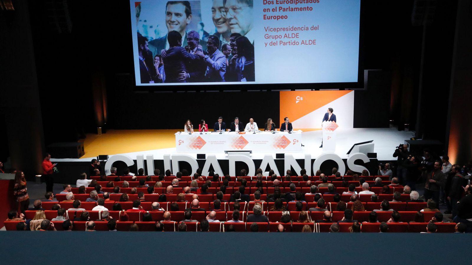 Foto: Vista de la IV Asamblea General de Ciudadanos que se celebra en el Teatro Nuevo Coslada, en Coslada (Madrid). (EFE)
