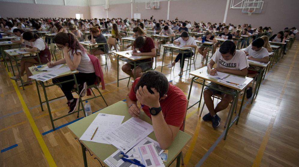 Foto: Estudiantes preparándose para el examen de Selectivdad en 2017. (Efe)