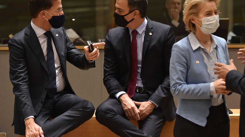 El primer ministro holandés charla con el presidente del Gobierno. (EFE)