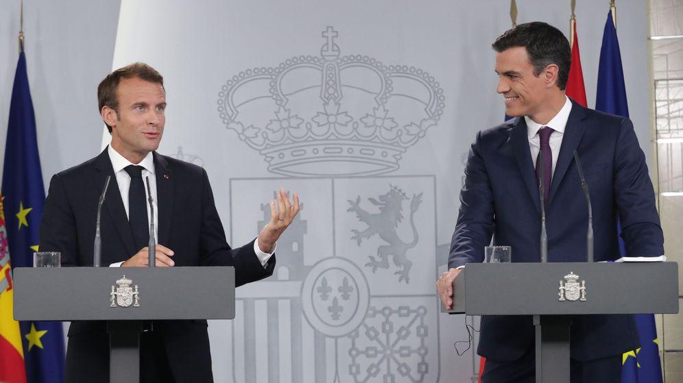 Foto: El presidente del Gobierno, Pedro Sánchez, y el presidente de Francia, Emmanuel Macron. (EFE)