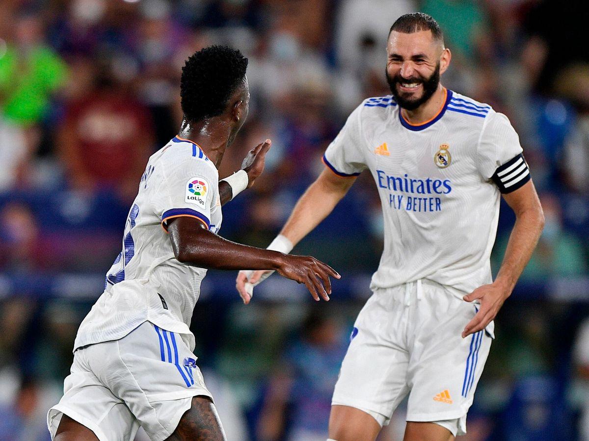Foto: Vinicius Jr. y Karim Benzema son los máximos goleadores del Madrid. (Reuters)
