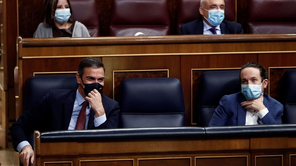Foto: Pedro Sánchez y Pablo Iglesias en el Congreso. (EFE)