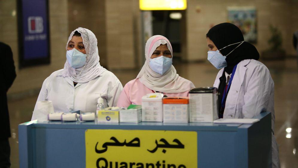 Foto: Controles de seguridad en el aeropuerto de El Cairo. (EFE)