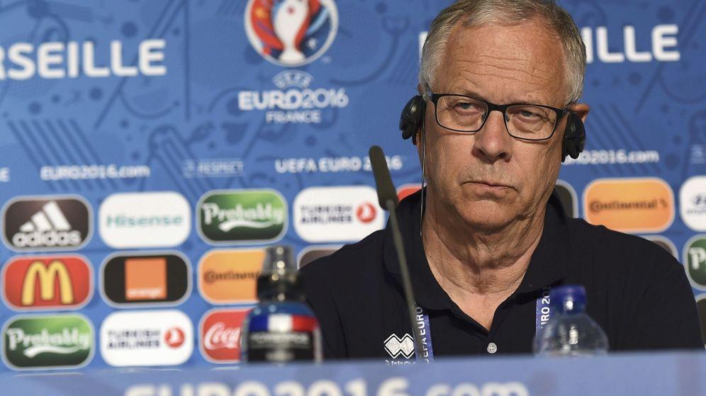 Foto: Lars Lagerback atiende a la prensa antes de un partido de Islandia en la Eurocopa. (Reuters)